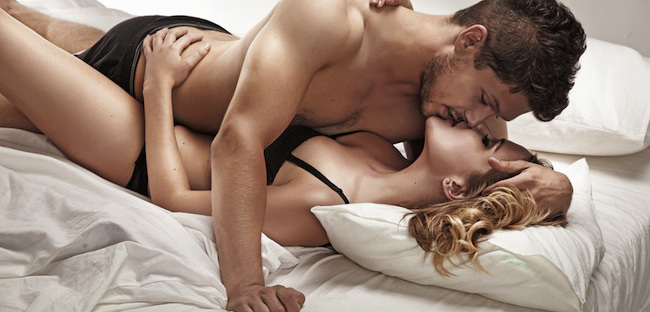 sexy-couple-bed