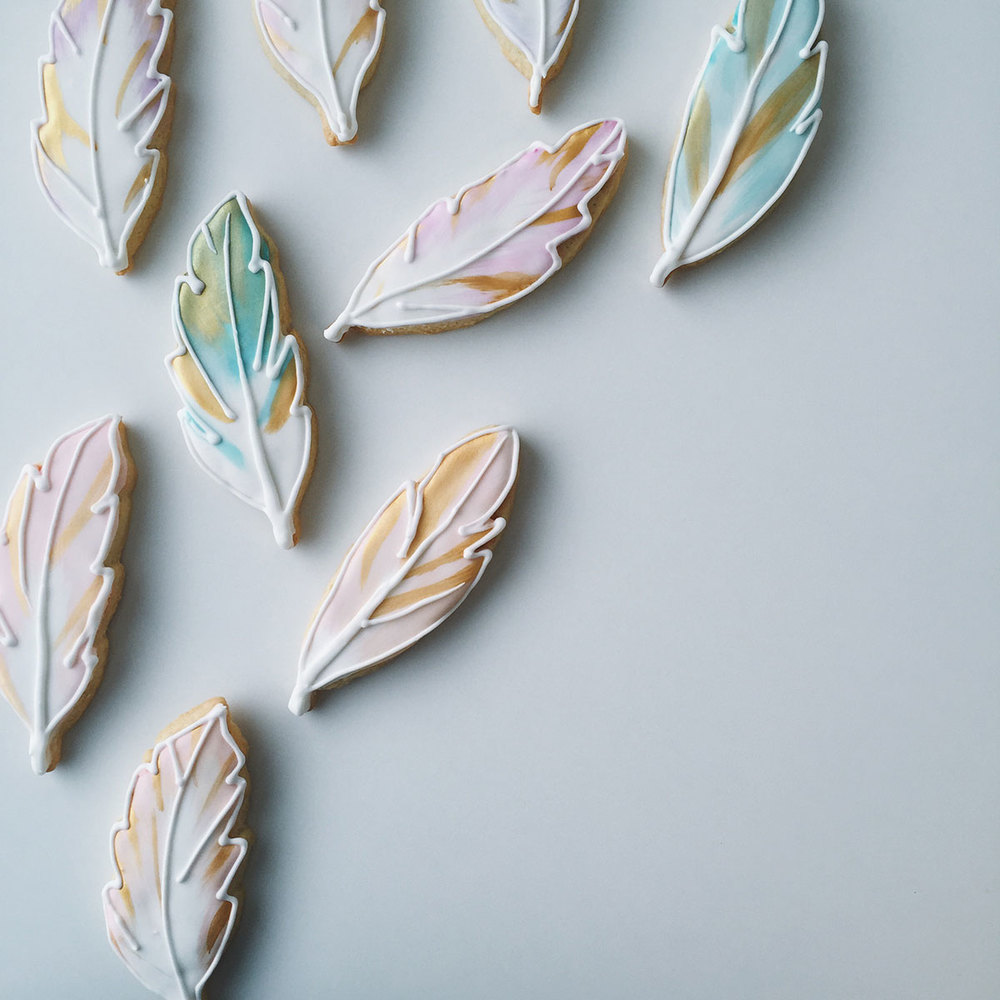custom-watercolor-gold-hand-painted-iced-feather-sugar-cookies